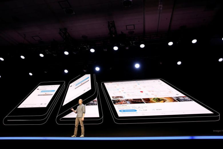 SAMSUNG BLOWS OUR MINDS AWAY WITH NEW FOLDABLE PHONE (SAMAUNG GALAXY F) SET TO BE RELEASED SOON