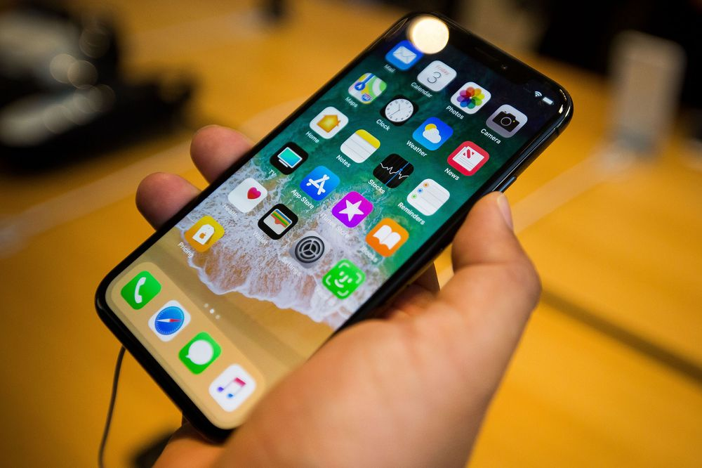THE IPHONE X IS SUSCEPTIBLE TO HACKING!!